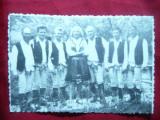 Fotografie veche 6 barbati si femeie in costume populare maghiare ,12,4x8,4 cm