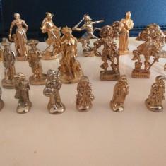 Figurinele metal, Unisex