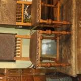 Pereche de scaune cu sezut si spatar de piele