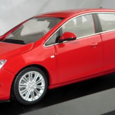 Minichamps Opel Astra sedan 2012  1:43