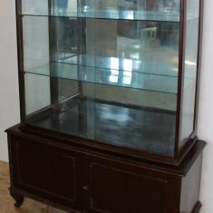 Vitrina clasica din PAL furniruit; Bufet; Dulap; Comoda; Biblioteca, Comode si bufete, Dupa 1950