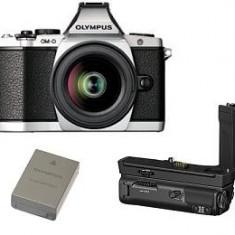 OLYMPUS E-M5II 1240 Kit slv/blk + HLD-8 Power Battery Holder + BLN-1 Battery - Aparat Foto Mirrorless Olympus