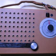 Radio vechi romanesc Electronica de colectie vintage anii 60 Turist functional - Aparat radio