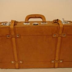 Geamantan decor photo-video model vintage