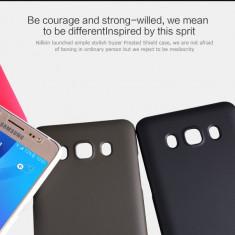 Husa Samsung Galaxy J5 J510 2016 Super Frosted + Folie Protectie Nillkin Gold - Husa Telefon Samsung, Auriu, Plastic, Fara snur, Carcasa