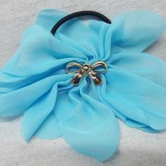 Elastic par tip floare, cu fundita din plastic, culoare bleu