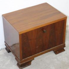 Noptiera din lemn masiv; Dulap cu usa; Comoda mica; Dulapior