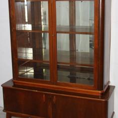 Biblioteca din lemn cu vitrina; Dulap cu rafturi; Comoda cu suprapozabil