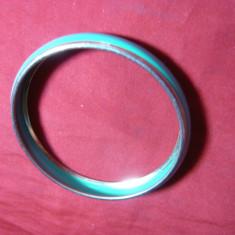 Bratara metal argintat si email turcoaz, d.interior= 6, 1 cm, l= 1 cm
