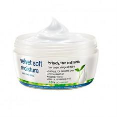 Cremă faţă, mâini şi corp Velvet Soft cu seminţe de Chia - 200 ml - Avon - NOU - Crema de fata