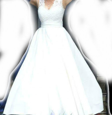 Vand rochie mireasa culoare ivoary foto