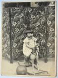 Fotografie veche, fetita si jucarie veche - circa 1934