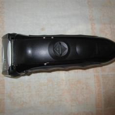 Aparat de ras electric barbati Braun Seria 5, model 550cc-4 fara fir reîncarcabil, Numar dispozitive taiere: 3