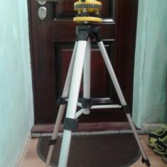 Boloboc / cumpana cu laser rotativa si cu trepied powerfix plw 670