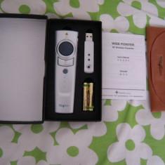 Wireless presenter WIDE POINTER alimentare cu 2 baterii AAA, husa si cutie, NOU