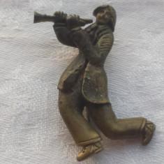 Brosa Rusia 1900 Muzicant Trompetist executata manual in alama Vintage