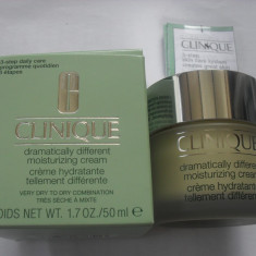 Clinique Dramatically Different Moisturizing Cream 50 - Crema de fata