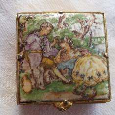 Cutiuta veche de medicamente pentru poseta Vintage pictata si executata manual
