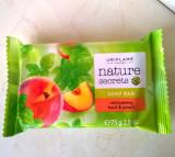 Săpun hidratant cu extracte din busuioc şi piersică Nature Secrets (Oriflame)