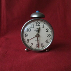 Ceas vechi Victoria Arad cu 4 rubine, ceas de masa romanesc comunist Victoria