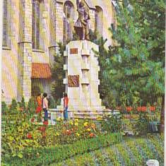 Bnk cp Bistrita - Statuia lui Andrei Muresanu - circulata, Printata