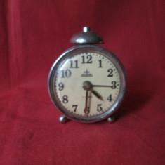 Ceas vechi Aradora Arad cu 4 rubine, ceas de masa romanesc comunist