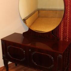 Toaleta de dormitor; Comoda cu oglinda; Dulap, Dupa 1950