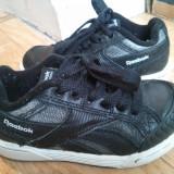 Adidasi din piele firma Reebok marimea 30, arata impecabil! - Adidasi copii Reebok, Culoare: Negru, Unisex, Piele naturala