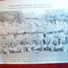 Fotografie tiparita cu fosti jucatori si simpatizanti ai Echipei Rugby Steaua - Jubiliare