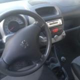 Peugeot 107, Benzina, Alb, Coupe, Numar usi: 2