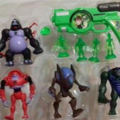 Set 4 figurine ben10 cu pistol - Figurina Desene animate