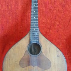 Mandolina veche ruseasca