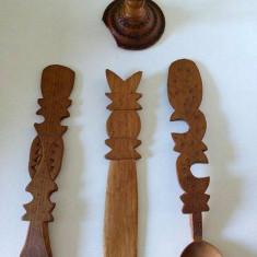 Lot obiecte artizanat de lemn, vechi, stil popular, anii 70-80, decor, tacamuri