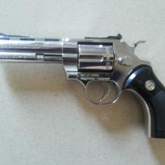 Pistol vechi,metalic,bricheta,aspect realistic