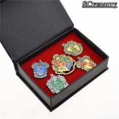 Set insigne Harry Potter - Cutie cadou/toate casele - Insigna