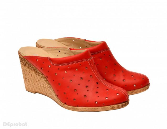 Saboti dama rosii din piele naturala cu perforatii cod SB17 - Made in Romania