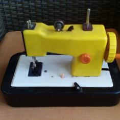 Bnk jc Romania - Masina de cusut Mirela - electrica - functionala - Jucarie de colectie