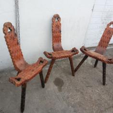 Set de trei scaune, rustice, bavareze, din lemn masiv, sculptate