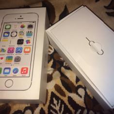 Vând iPhone 5S Apple silver 16GB, Argintiu, 64GB, Neblocat