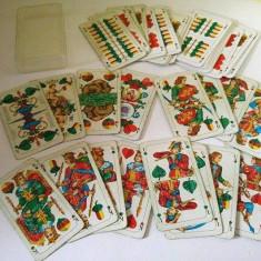 Joc de carti deosebite, in cutie de plastic, 11x6cm