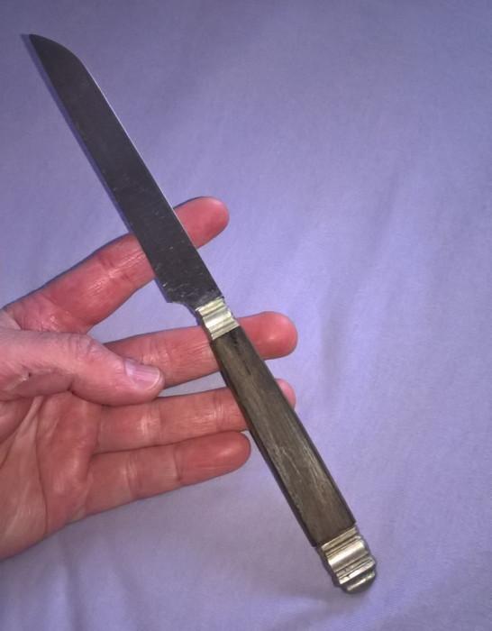 Cutit vechi cu maner lemn si metal