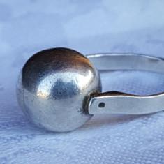 Inel argint cu Bila argint in centru VECHI Superb vintage Splendid de Efect