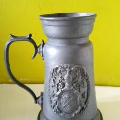 Halba de metal, colectie, 12cm inaltime, 5 cm diametru gura, 7.5cm diametru baza