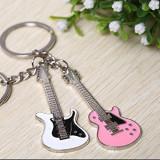 Breloc set 2 bucati forma chitara fashion  + ambalaj  cadou