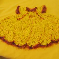 Rochita crosetata pentru copii galbena