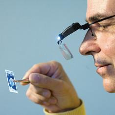 Lupa-ochelari cu LED de iluminare