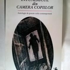 Intunericul din camera copiilor {Antologie de poezie ceha contemporana} - Carte poezie