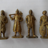 Soldati din metal - huni - Surpriza Kinder