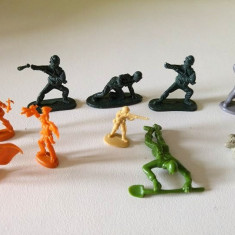 Lot 11 figurine plastic vechi soldati diverse epoci, miniatura, diorama, decor