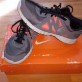 Adidasi Nike Revolution 2